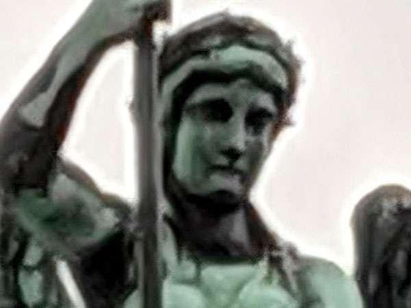 Un dettaglio della Porta di Brandeburgo, a Berlino, immortalato con lo zoom del Pixel 3 XL