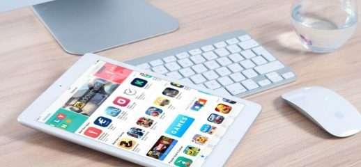 Apple pensa ad un iPhone pieghevole, il brevetto