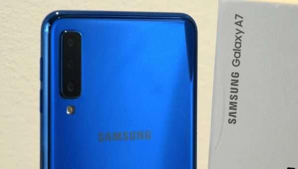 Galaxy A7 (2018): dettaglio della scocca posteriore