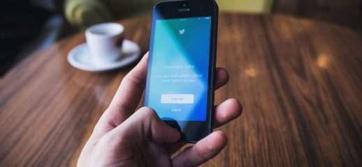 Twitter testa swipe-to-like e dark mode su Android