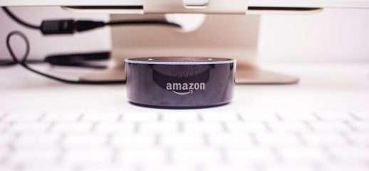 Amazon sfida Apple con il primo wearable di Alexa