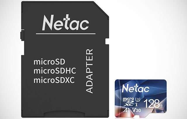 La scheda microSD di Netac da 128 GB con adattatore
