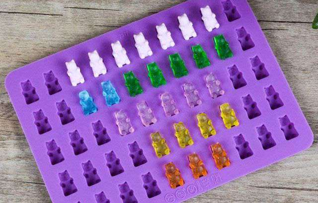 Gli stampi in silicone per fare in casa le caramelle gommose