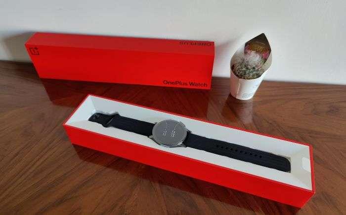 OnePlus Watch confezione