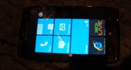 Nuove foto di un prototipo Sony Ericsson con Windows Phone 7