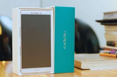 Oppo R7 Plus Unboxing (foto 2)